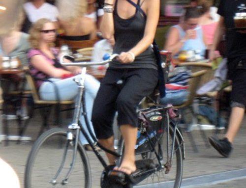 Holanda multará a quienes utilicen su teléfono en bicicleta