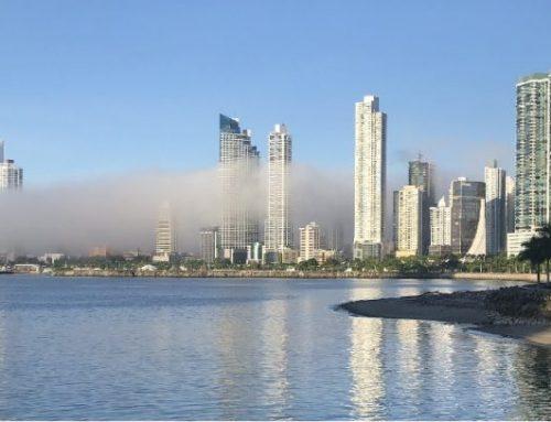 Neblina en la ciudad de Panamá, un fenómeno de la época