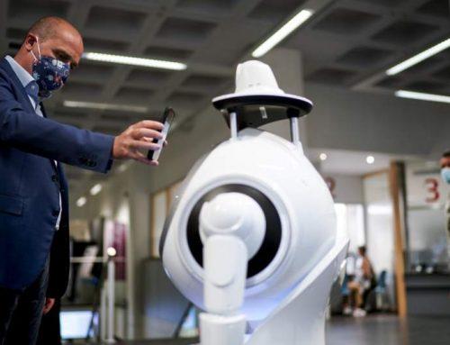 En ciudad belga un robot verifica temperatura y uso de mascarilla a pacientes