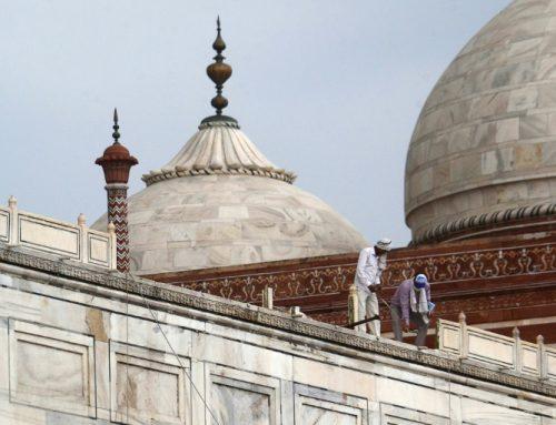 En la India tormentas de inusitada violencia ocasionan muertes y dañan al Taj Mahal