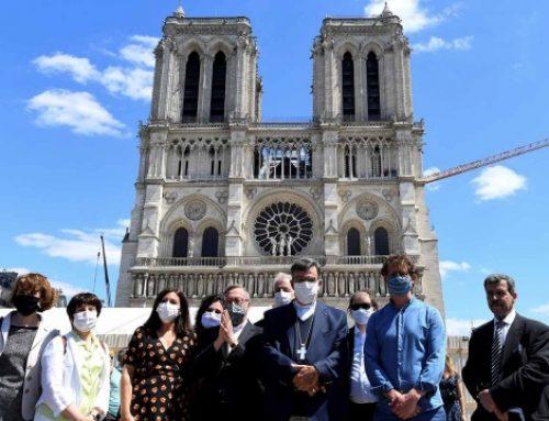Reabre la explanada de Notre-Dame en París, cerrada desde el incendio