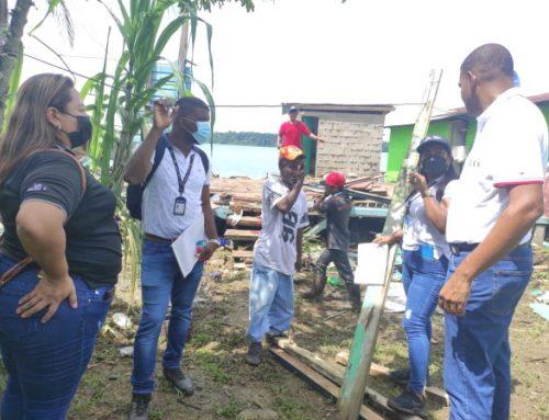 Personal del MIVIOT, contabilizan 14 viviendas con daños estructurales por mal tiempo, en Bocas del Toro