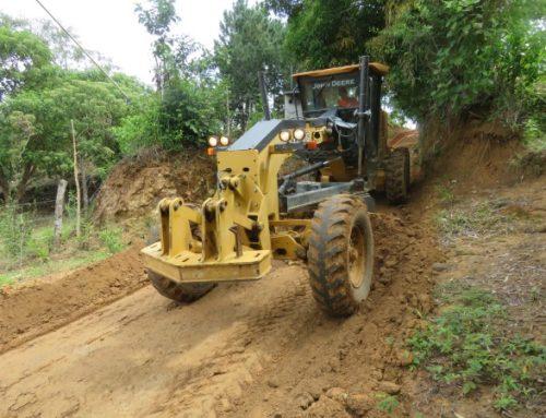 Avanzan trabajos de Horas Máquina en El Nanzal de Las Minas