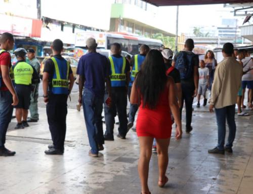 Personal de Migración, realiza operativo de retención de extranjeros y sanciona locales comerciales