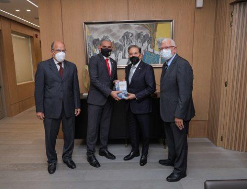 Gobierno apoya edición de libro sobre el Canal de Panamá