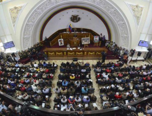 "Parlamento de Venezuela ofrece ""amnistía"" a militares que desconocen a Maduro"
