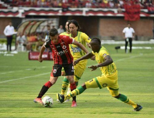 Cúcuta derrota a Bucaramanga y sigue líder del fútbol colombiano.