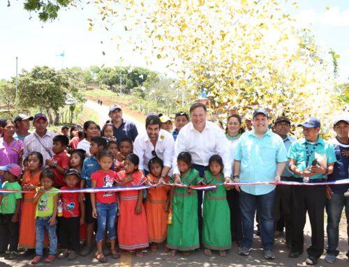 Varela sigue entregando obras que benefician al pueblo:31 kilómetros de carretera y viviendas de Techo de Esperanza