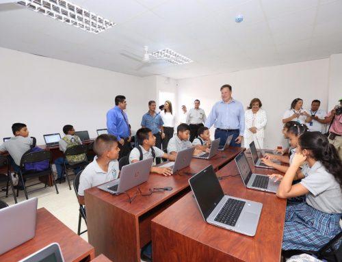 Presidente Varela entrega nueva escuela para Atalaya