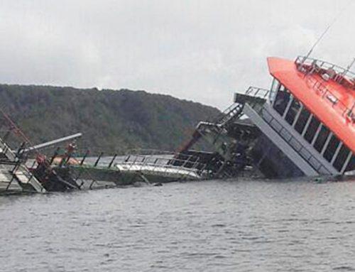 Al menos 18 muertos en el naufragio de un ferry en Indonesia