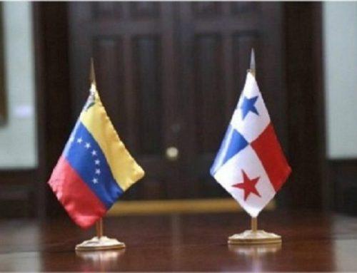 Militares opositores a Maduro permanecen en embajada panameña en Venezuela