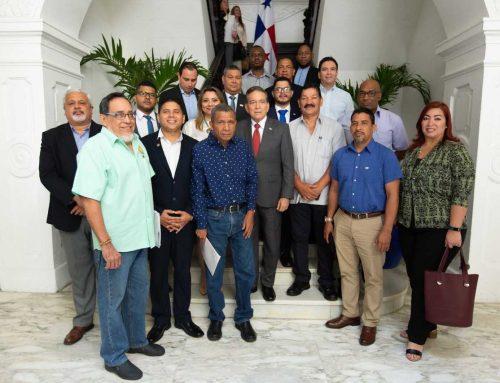Presidente Cortizo Cohen aborda temática laboral con dirigentes del CONUSI