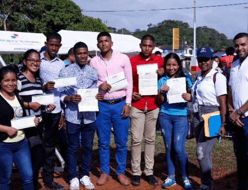 Estudiantes de la provincia de Colón reciben becas para estudiar en el extranjero