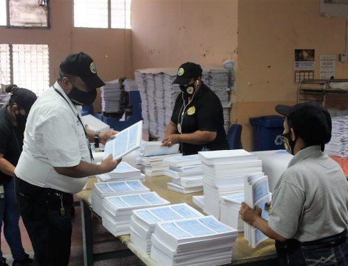 Meduca imprime 11 mil guías para los estudiantes de las comarcas