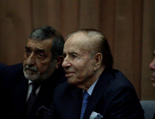 Nuevamente el expresidente argentino Carlos Menem, es hospitalizado, se encuentra en cuidados intensivos.
